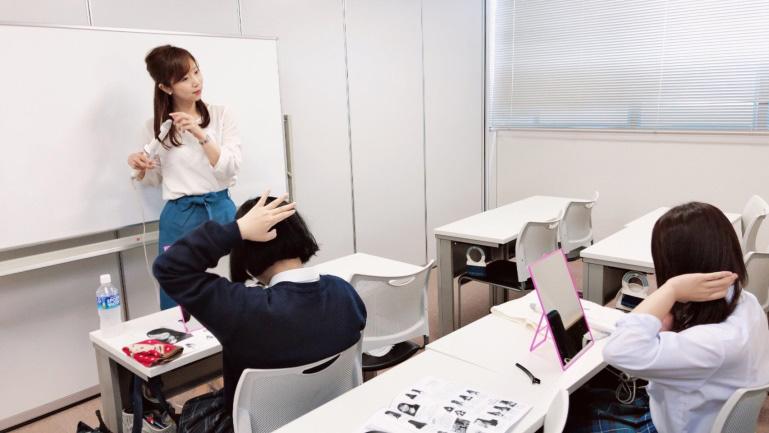 2018年4月 ヒューマンキャンパス高等学校 新潟校様のメイク専攻科担当講師